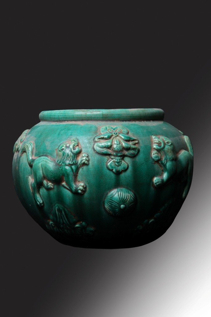 3322: Finely carved Chinese pottery vase