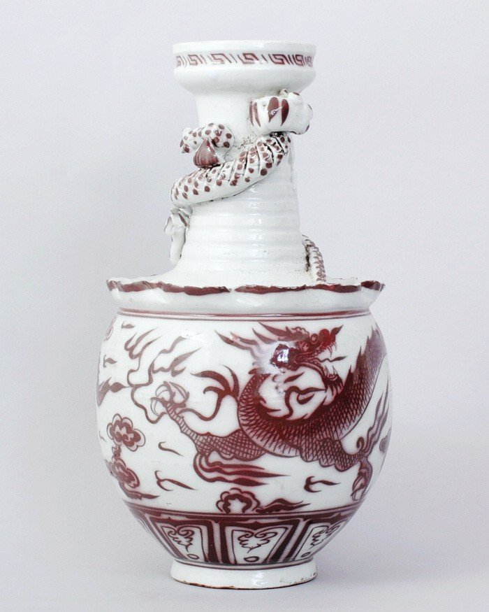 3323: CHINESE PORCELAIN VASE WITH DRAGON