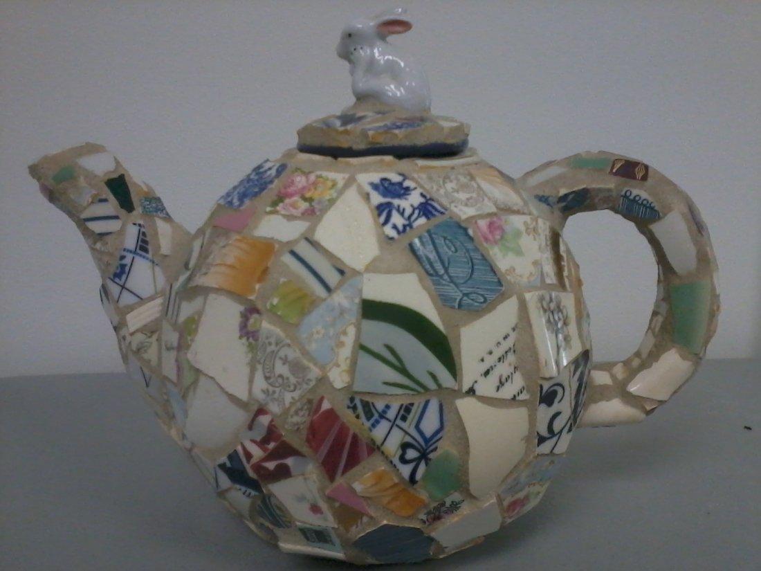 7007: Fine Italian porcelain teapot