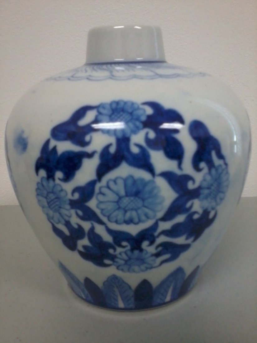 7012: Fine Chinese blue and white jar
