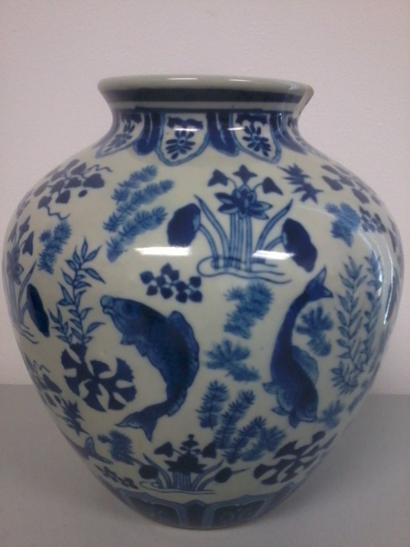 7013: Chinese porcelain blue and white jar