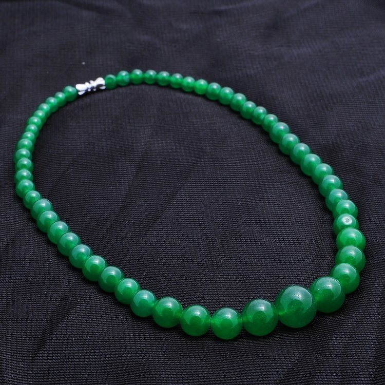 7027: Chinese green  jade graduated  necklace