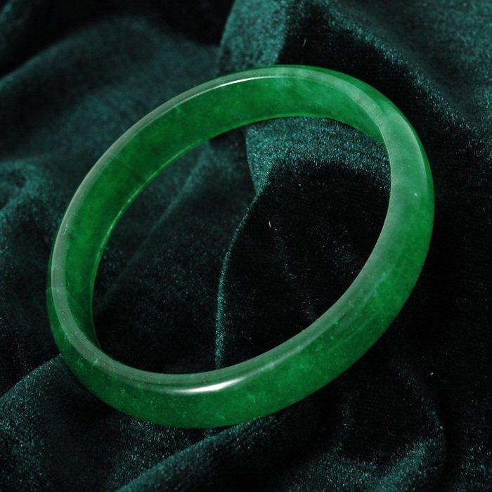 7063: Very fine Chinese jade bracelet