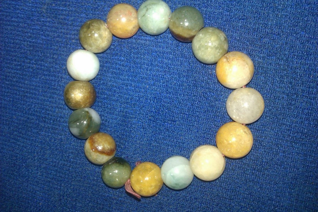 6023: Chinese Qing dynasty  jade beaded bracelet