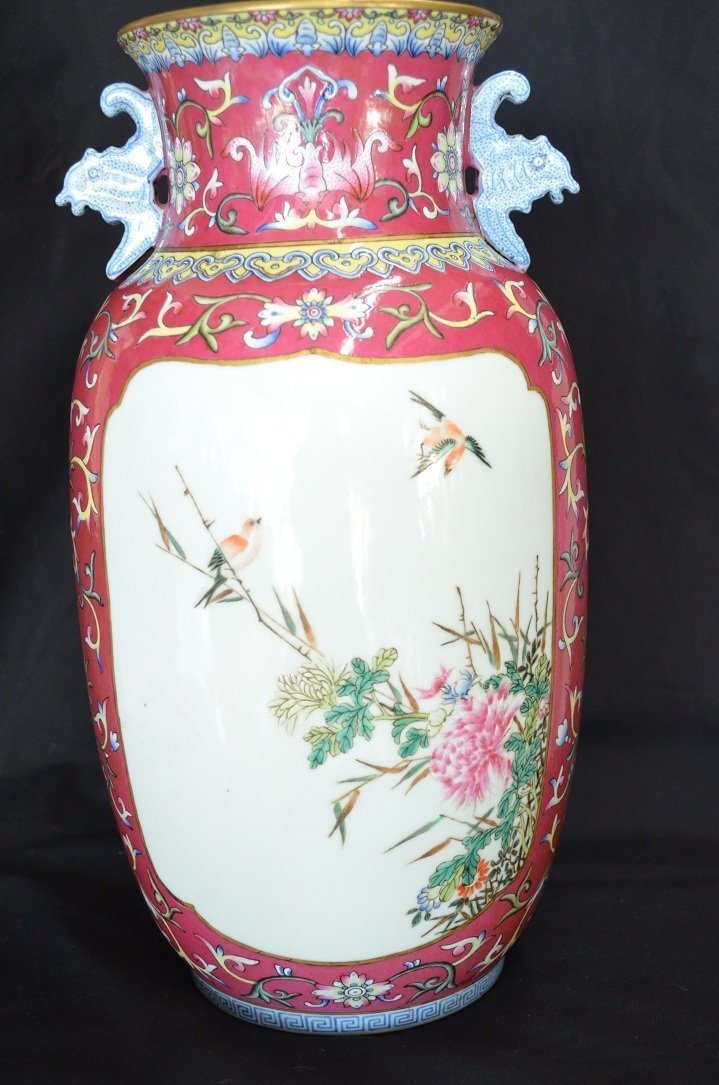 1001: A very fine Chinese vase