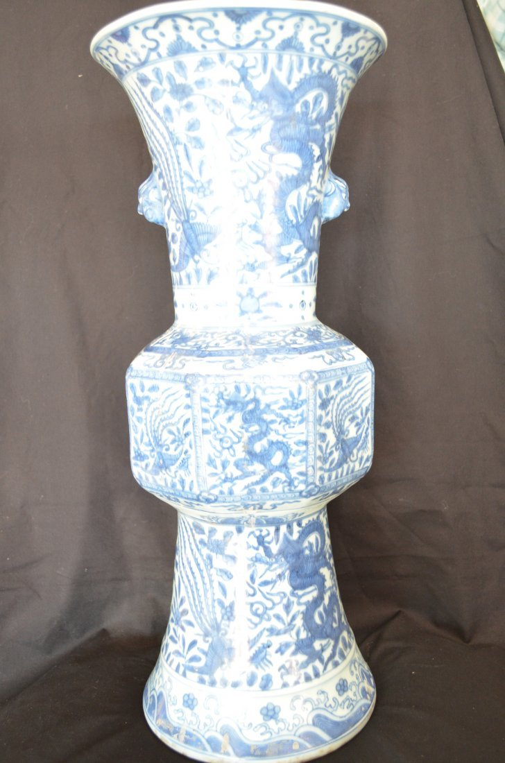 1004: A very fine beaker vase