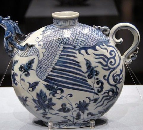 Yuan blue and white chicken first flat pot