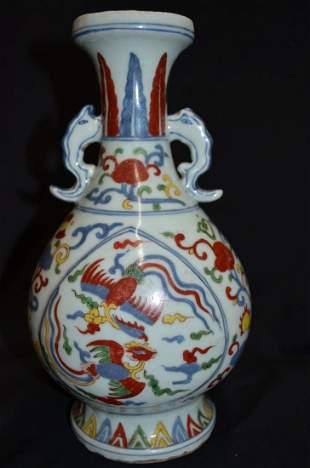 A Chinese Wucai vase