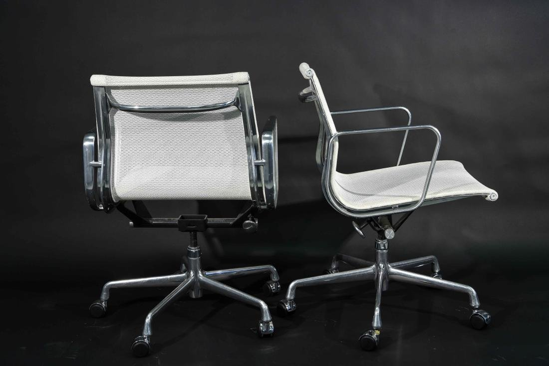 (8) EAMES ALUMINUM GROUP ARMCHAIRS W/ MESH SEATS - 7