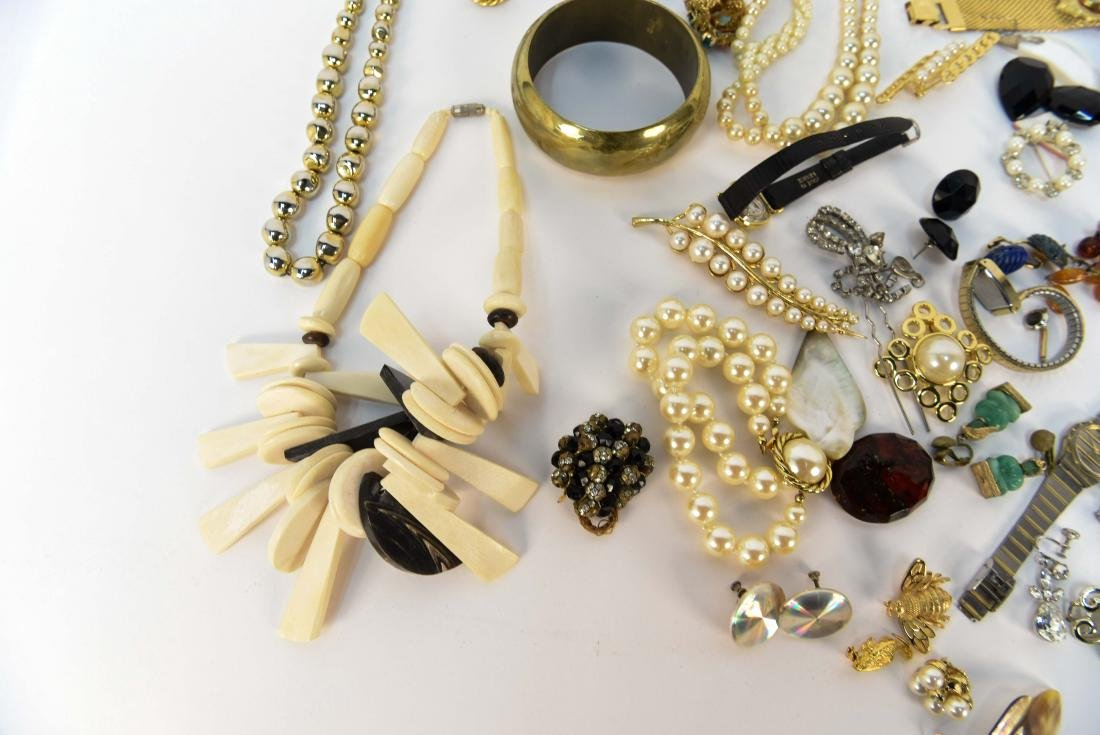 GROUPING OF COSTUME JEWELRY - 2