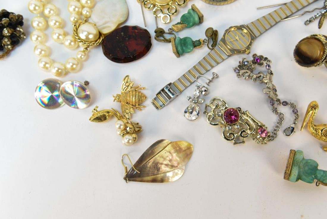 GROUPING OF COSTUME JEWELRY - 3
