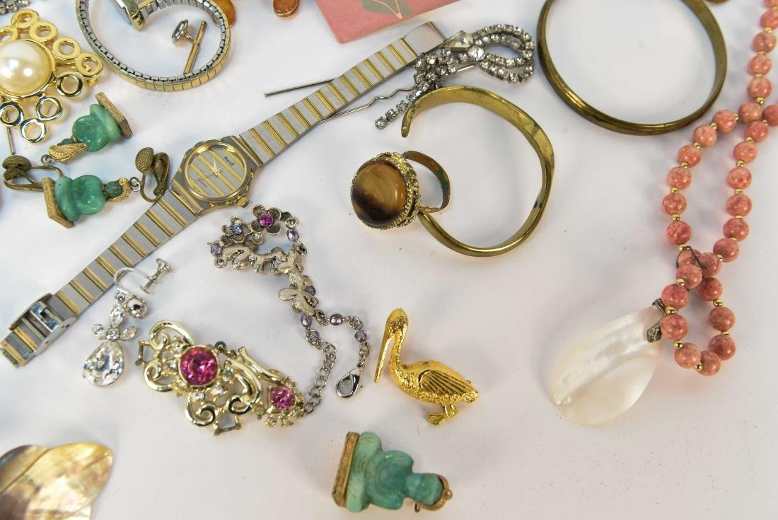 GROUPING OF COSTUME JEWELRY - 4