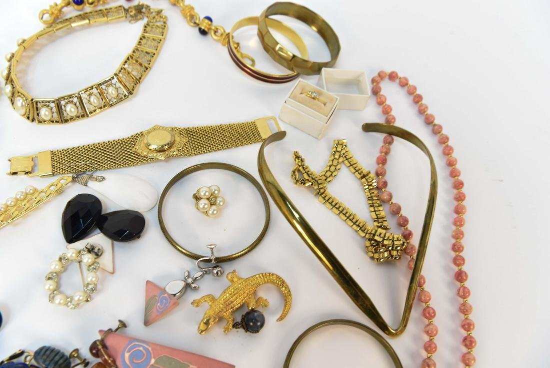 GROUPING OF COSTUME JEWELRY - 6