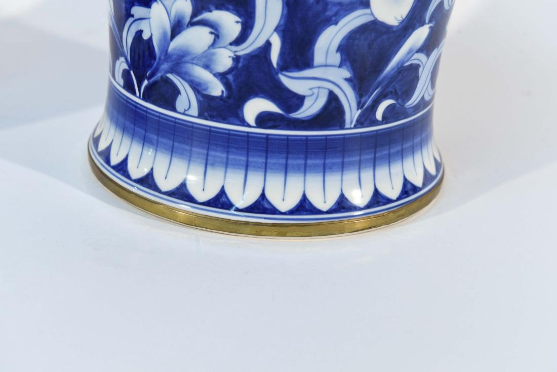 PAIR OF CHINESE BLUE & WHITE PORCELAIN COVER URNS - 4