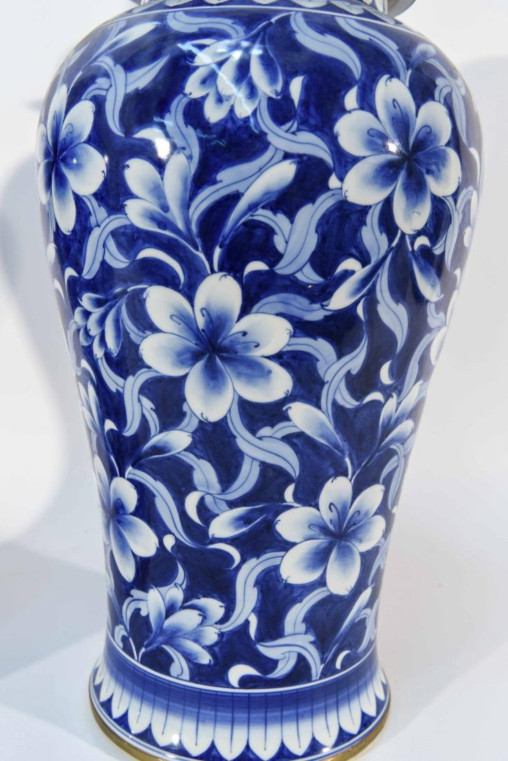 PAIR OF CHINESE BLUE & WHITE PORCELAIN COVER URNS - 5