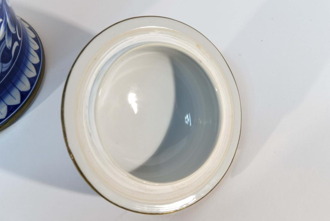 PAIR OF CHINESE BLUE & WHITE PORCELAIN COVER URNS - 7