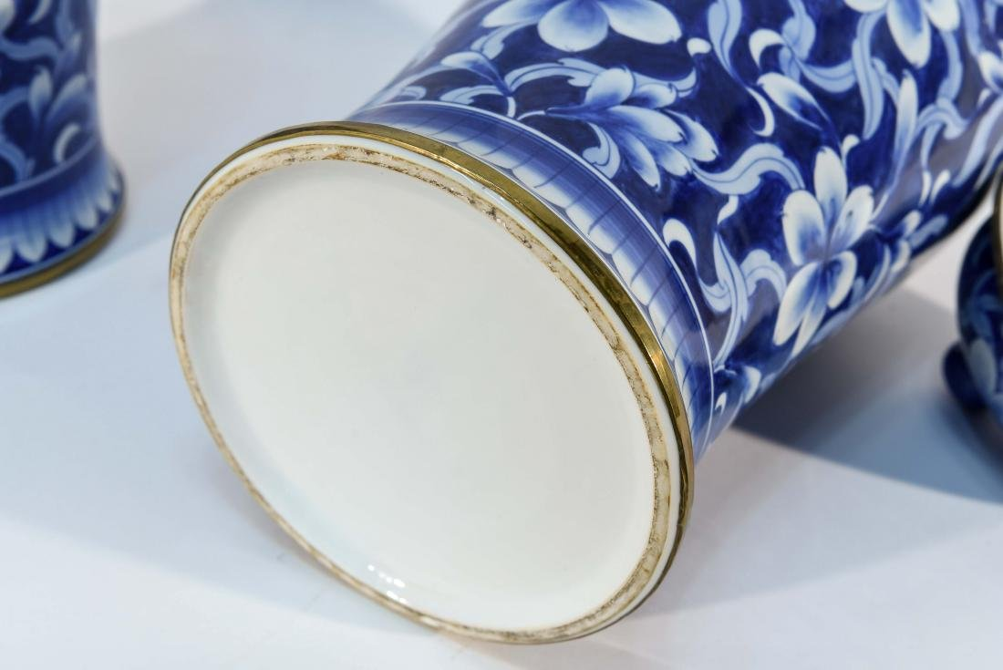 PAIR OF CHINESE BLUE & WHITE PORCELAIN COVER URNS - 8
