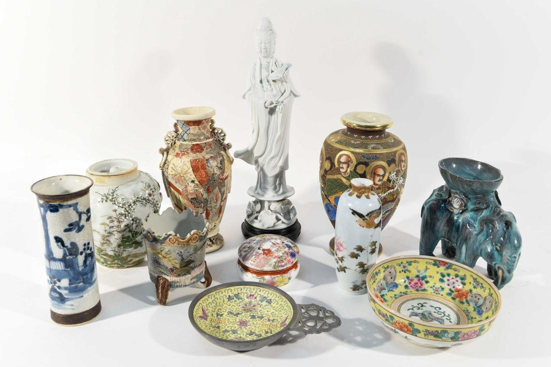 GROUPING OF CHINESE & JAPANESE PORCELAIN