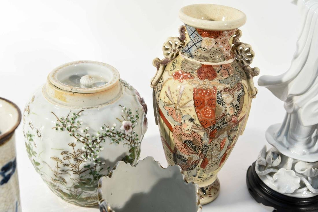 GROUPING OF CHINESE & JAPANESE PORCELAIN - 3