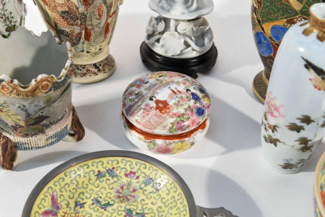 GROUPING OF CHINESE & JAPANESE PORCELAIN - 4