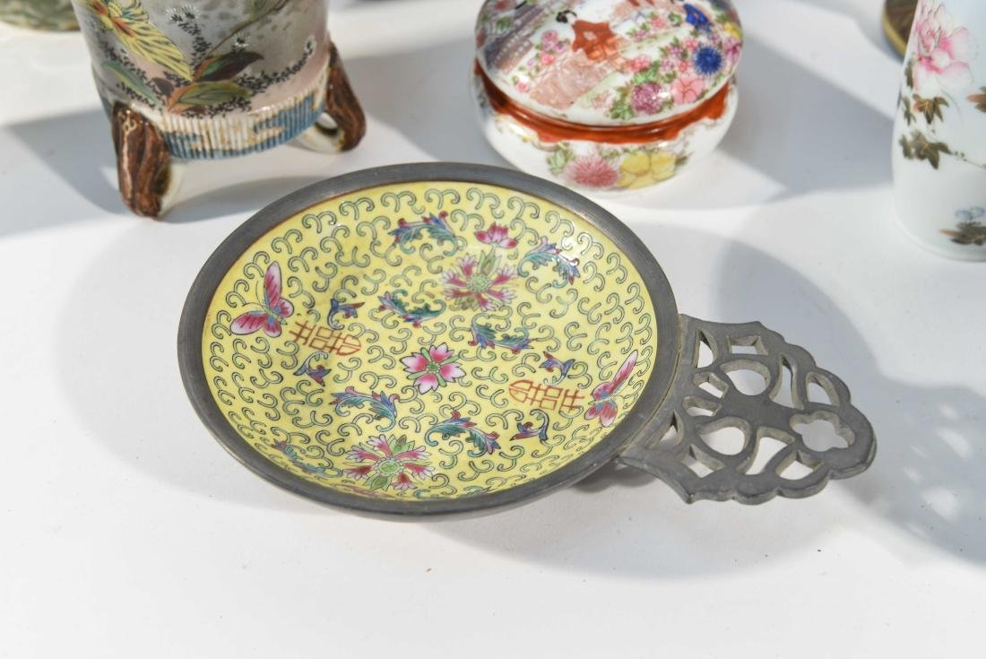 GROUPING OF CHINESE & JAPANESE PORCELAIN - 5