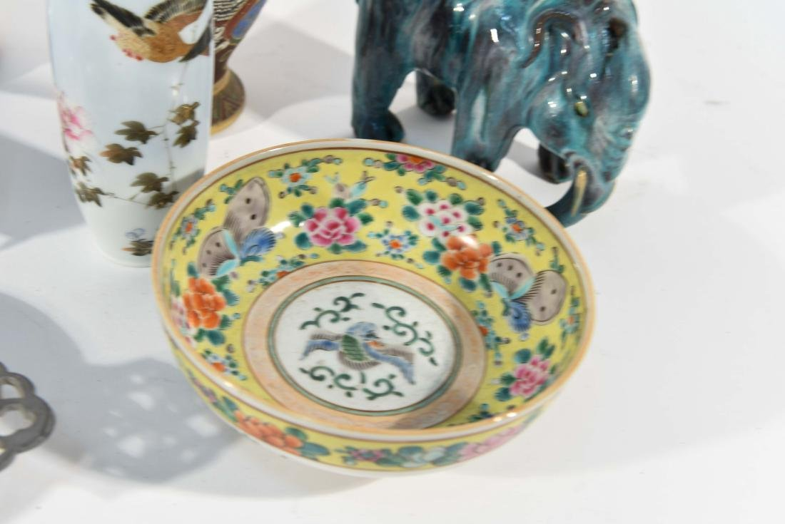 GROUPING OF CHINESE & JAPANESE PORCELAIN - 6