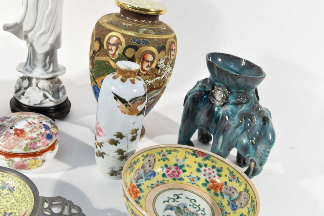 GROUPING OF CHINESE & JAPANESE PORCELAIN - 7