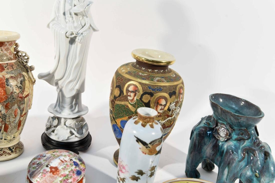 GROUPING OF CHINESE & JAPANESE PORCELAIN - 8
