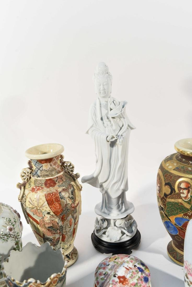 GROUPING OF CHINESE & JAPANESE PORCELAIN - 9