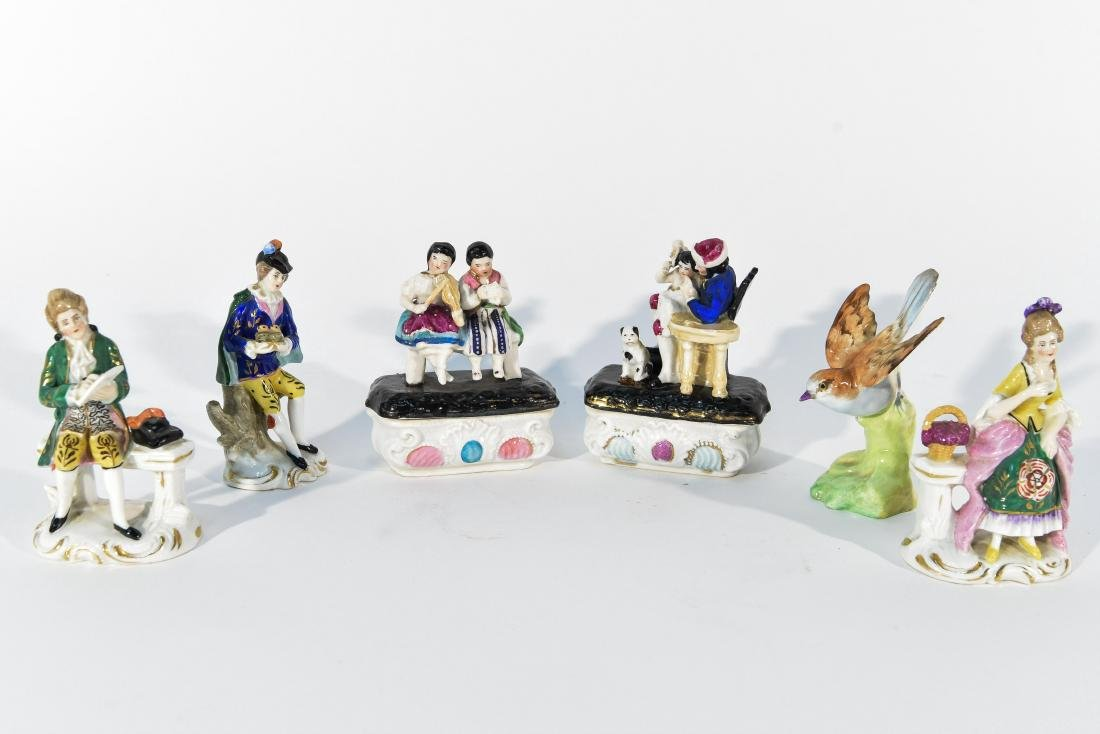 GROUPING OF MINIATURE PORCELAIN FIGURINES