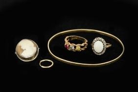 GROUPING OF VINTAGE GOLD JEWELRY