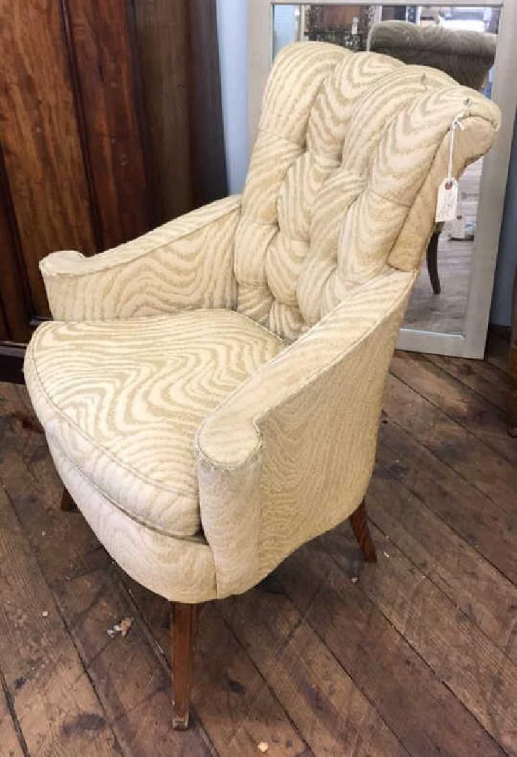 VINTAGE FRENCH STYLE TUFTED CHAIR