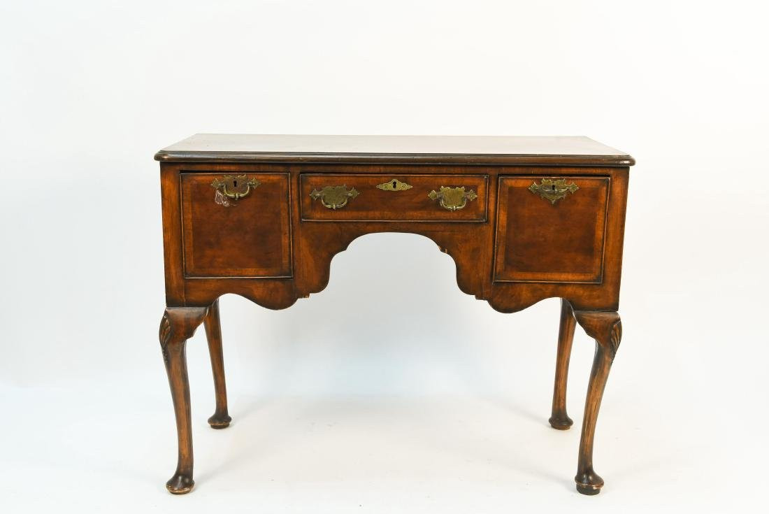 18TH C. DRESSING TABLE