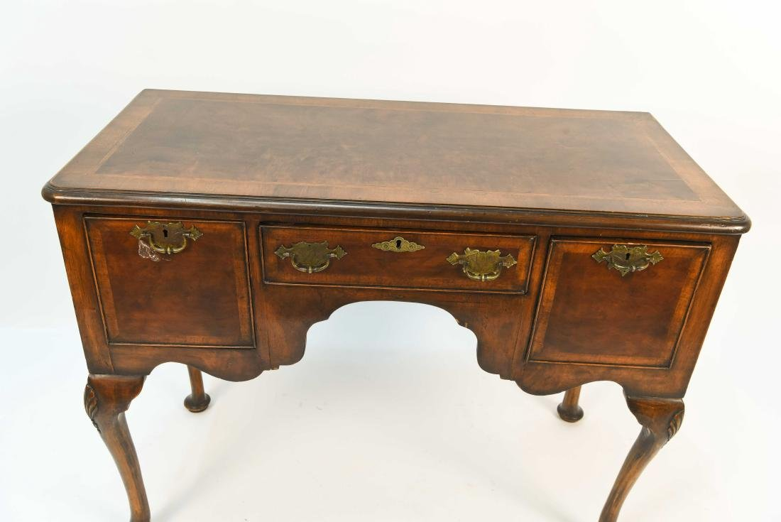 18TH C. DRESSING TABLE - 2