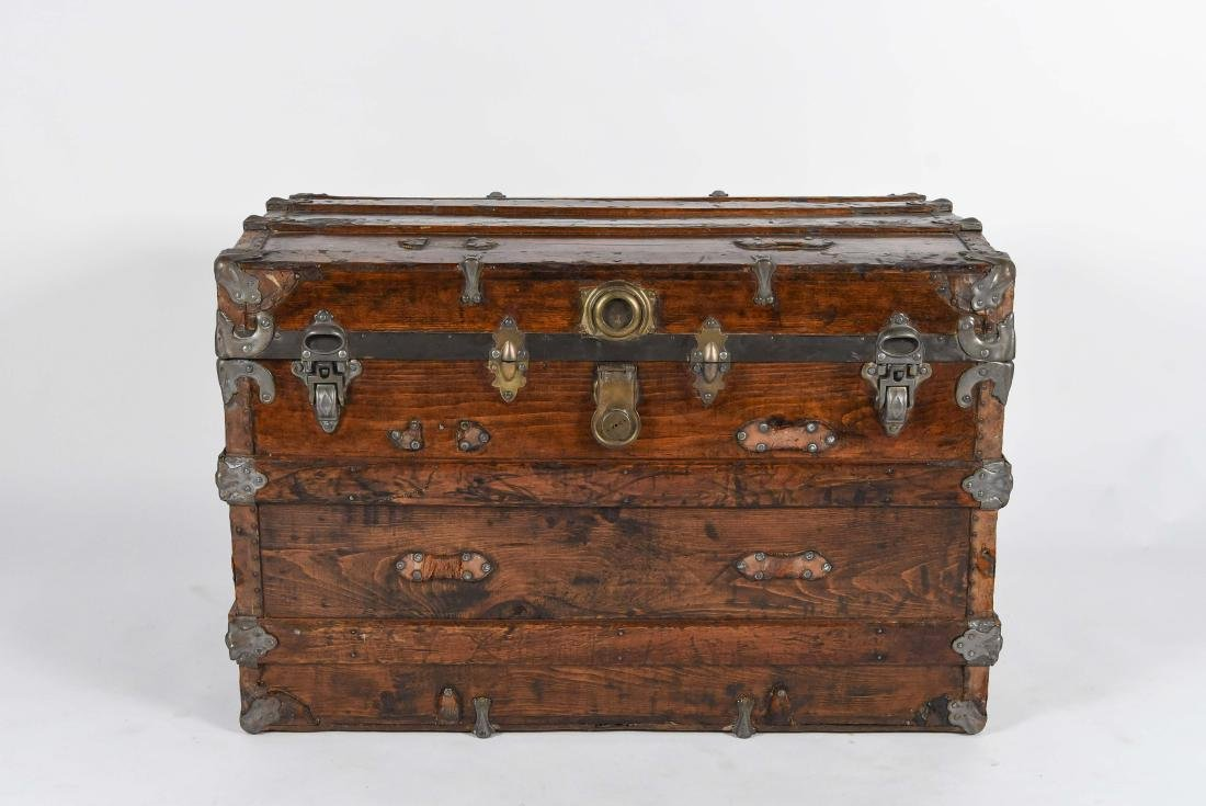 LARGE CHEST TRUNK