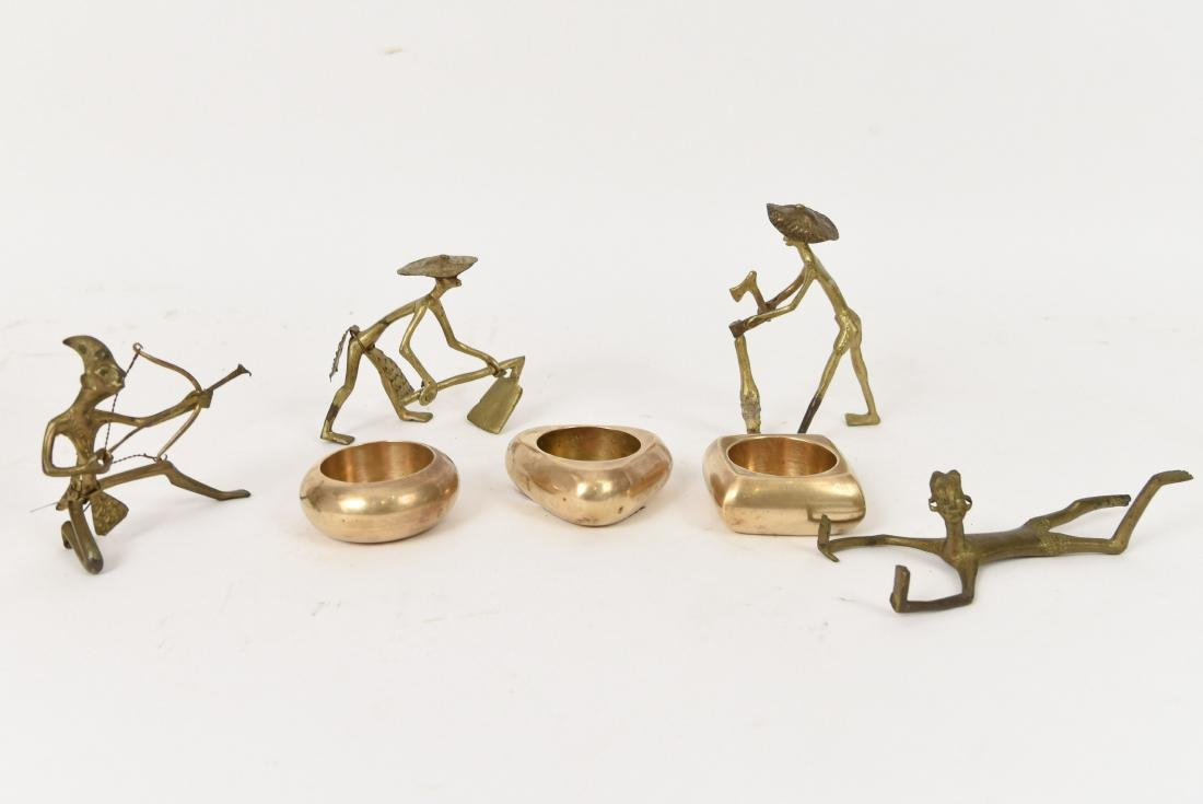 GROUPING OF DECORATIVE BRASS FIGURES ETC.