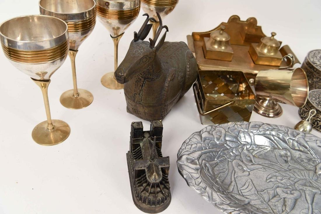 GROUPING OF METALWARE INCL. BRASS - 10