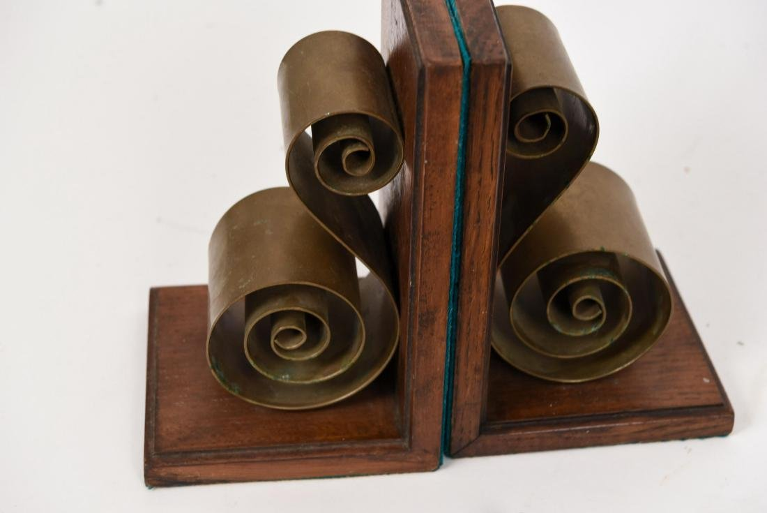 MID-CENTURY GROUPING INCL. BOOKENDS AND TRIVETS - 2
