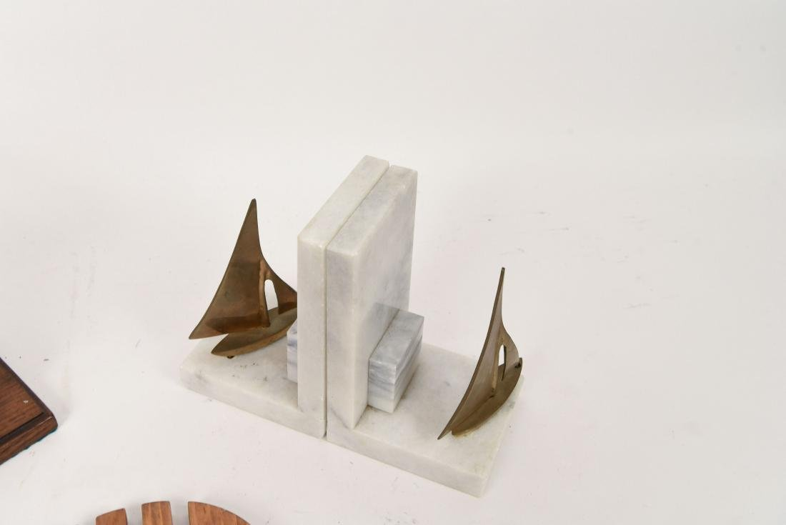 MID-CENTURY GROUPING INCL. BOOKENDS AND TRIVETS - 5