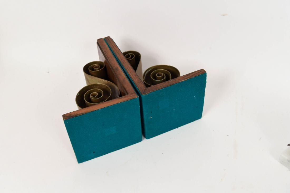 MID-CENTURY GROUPING INCL. BOOKENDS AND TRIVETS - 7