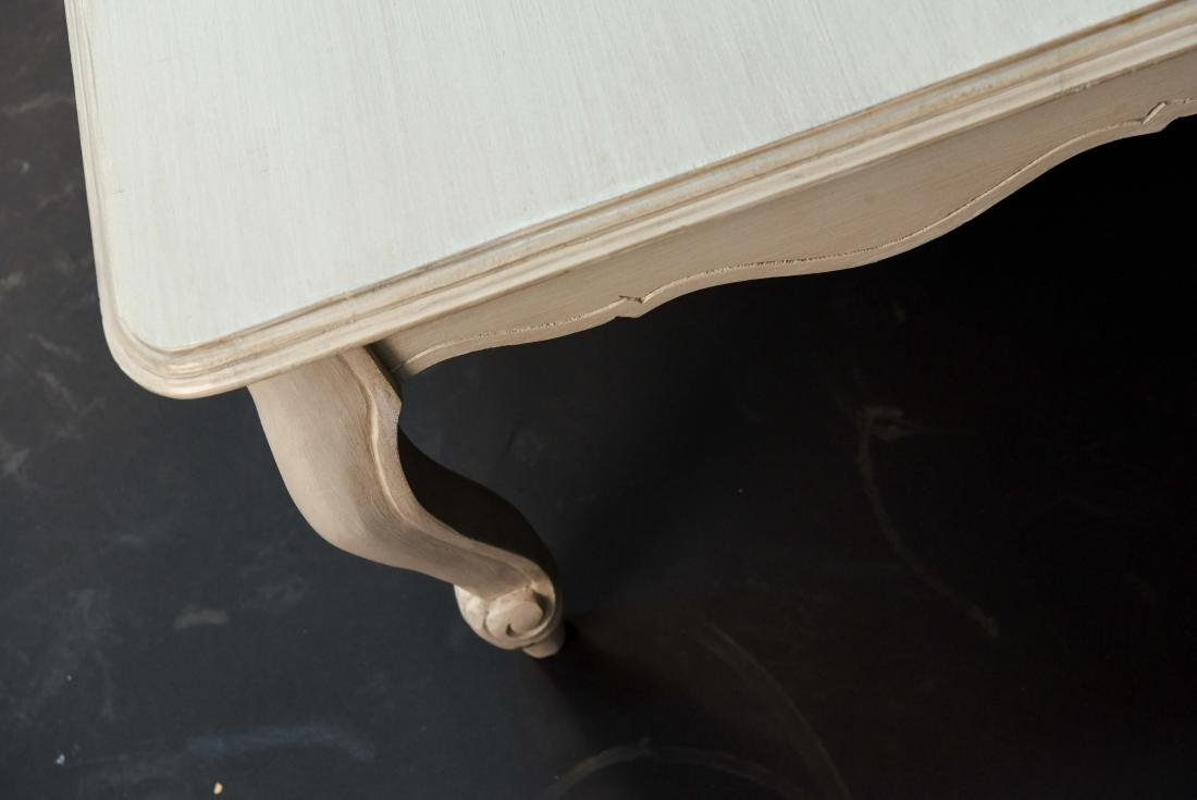 WHITE PAINTED FRENCH STYLE WOODEN COFFEE TABLE - 7