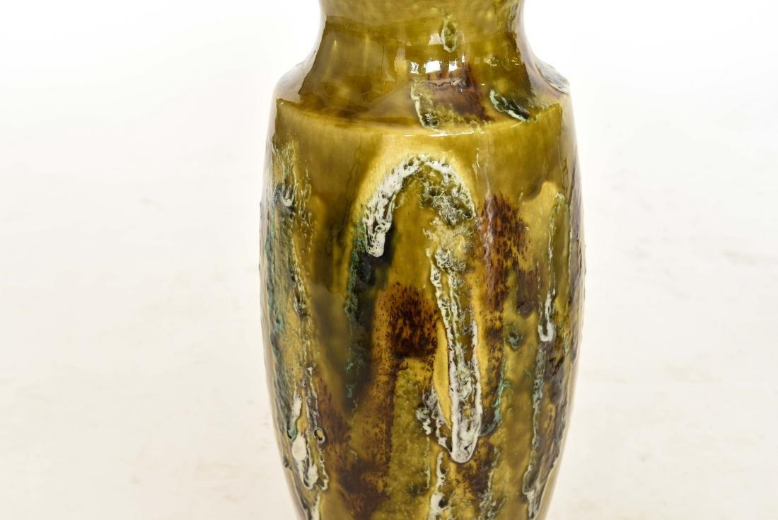 MID CENTURY DRIP GLAZE TABLE LAMP - 4