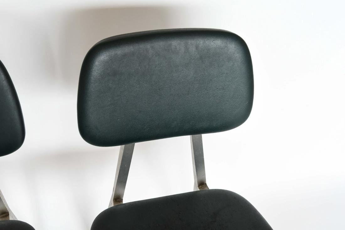 PAIR OF SHAW WALKER ALUMINUM AND LEATHER CHAIRS - 3