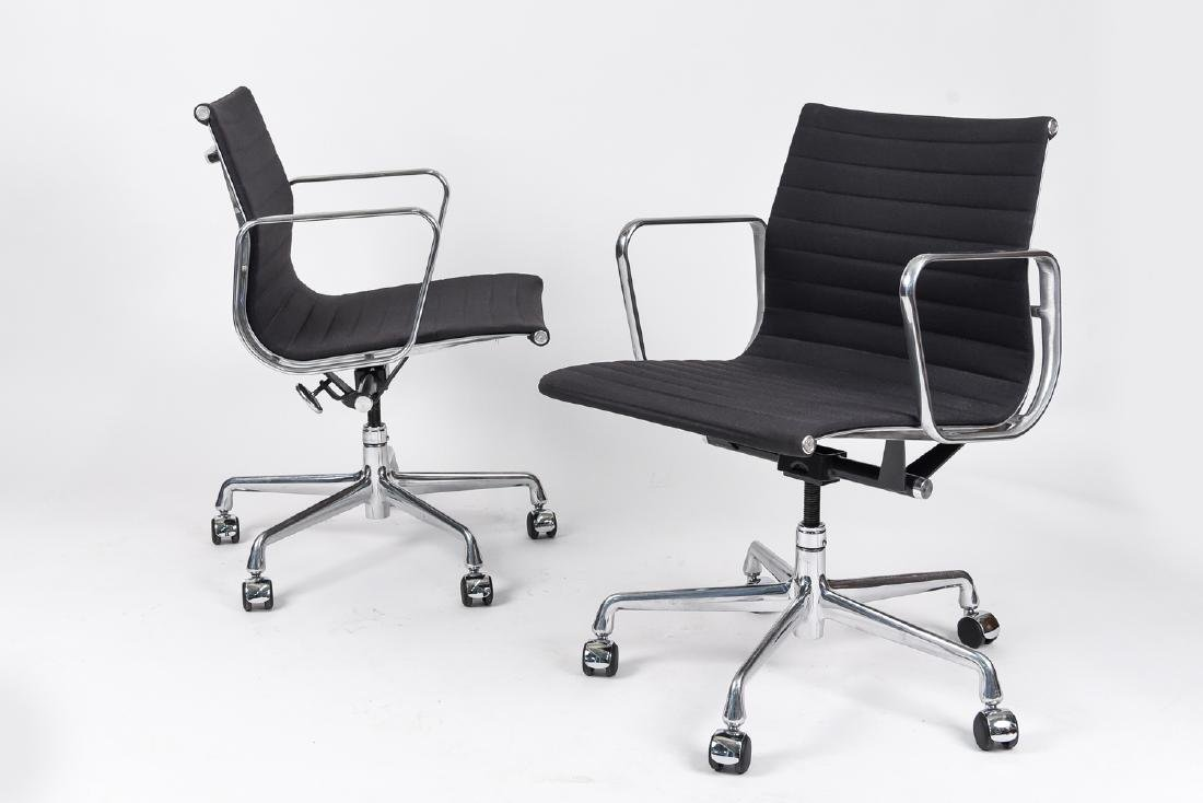 (8) EAMES ALUMINUM GROUP MANAGEMENT ARM CHAIRS