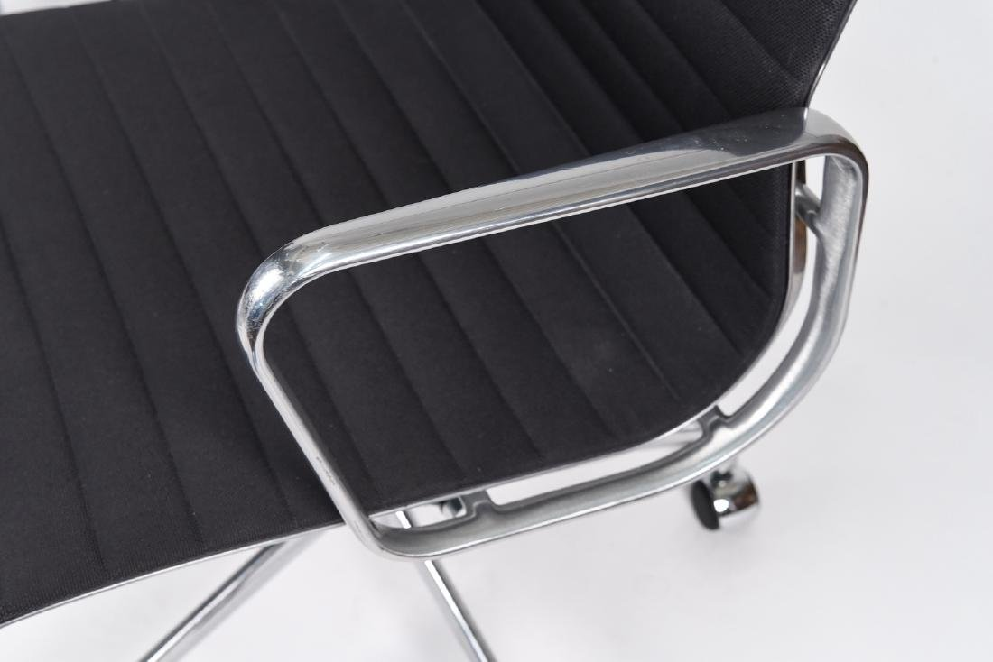 (8) EAMES ALUMINUM GROUP MANAGEMENT ARM CHAIRS - 4