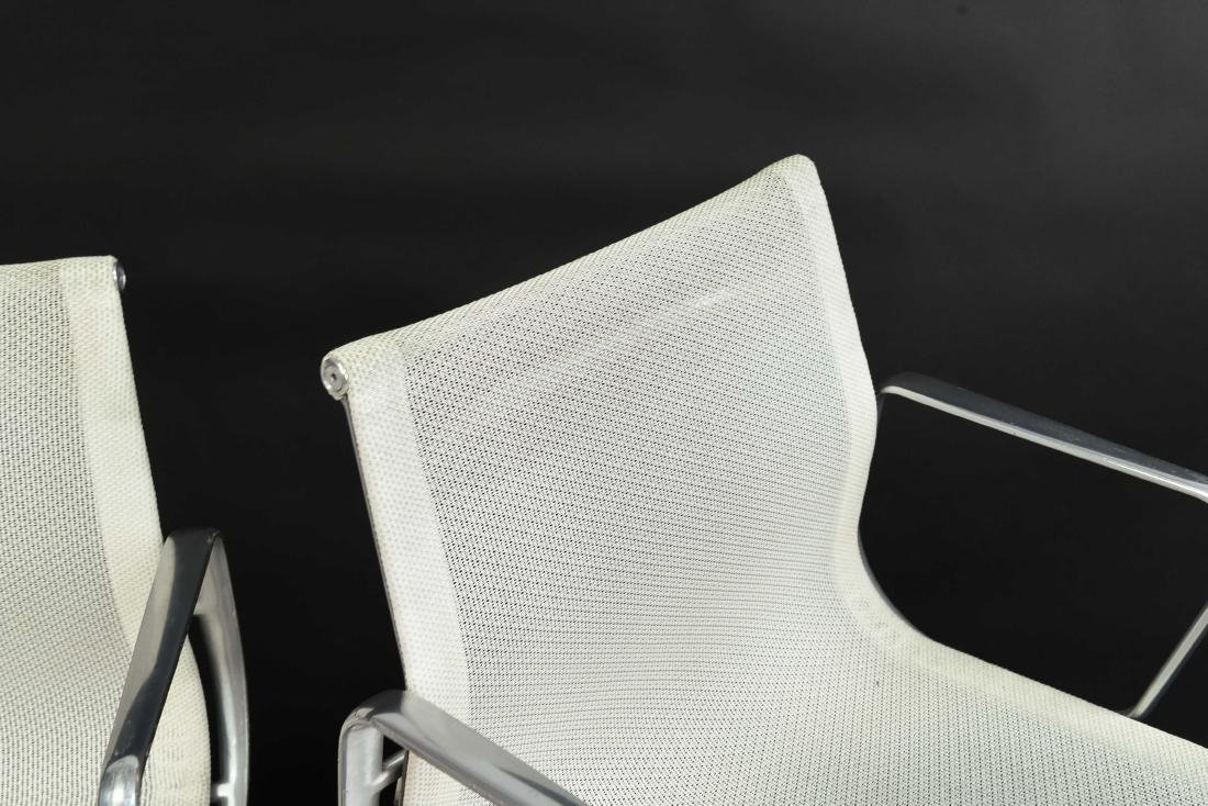 PAIR OF EAMES ALUMINUM GROUP MANAGEMENT ARM CHAIRS - 4