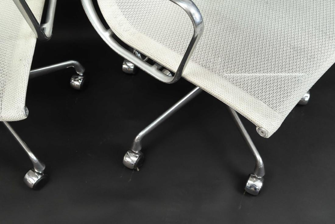 PAIR OF EAMES ALUMINUM GROUP MANAGEMENT ARM CHAIRS - 6