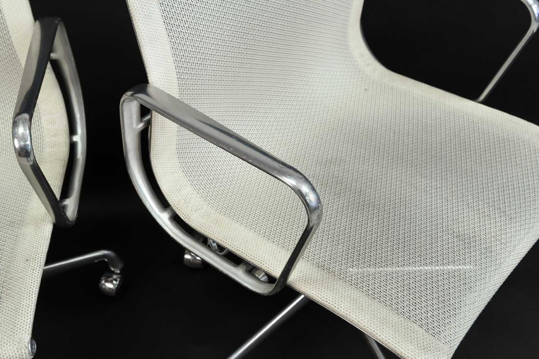 PAIR OF EAMES ALUMINUM GROUP MANAGEMENT CHAIRS - 5