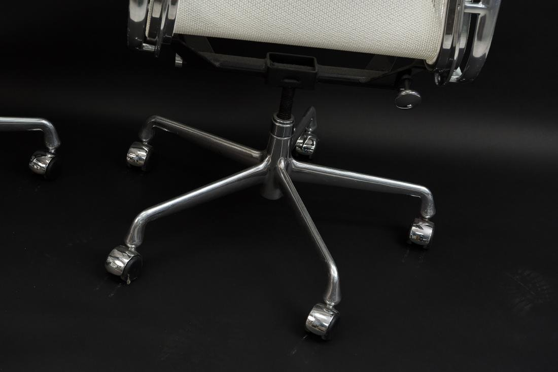PAIR OF EAMES ALUMINUM GROUP MANAGEMENT CHAIRS - 9
