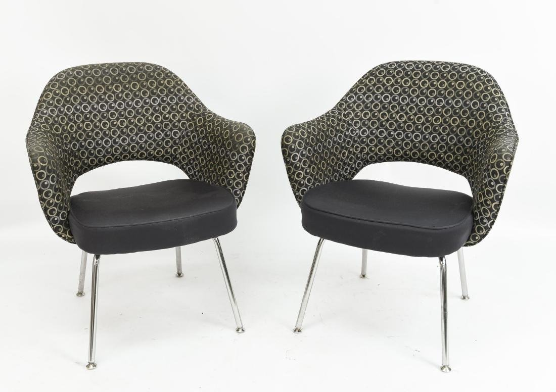 PAIR OF SAARINEN EXECUTIVE ARM CHAIRS